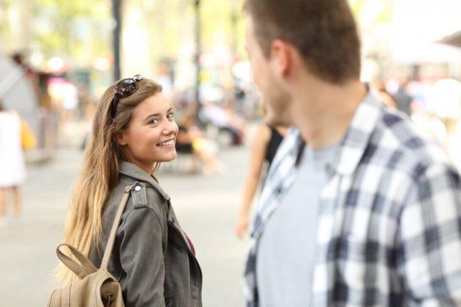 17 признаков, которые намекают, что коллега влюблен в вас по уши, фото