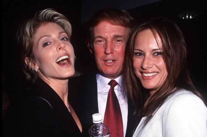 1999 год. Дональд Трамп, его вторая супруга Марла Мейплз (слева) и Меланья Кнаусс (справа).