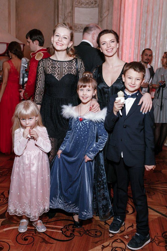 46 фотографий Юлии Пересильд, ее детей и мужа Алексея Учителя