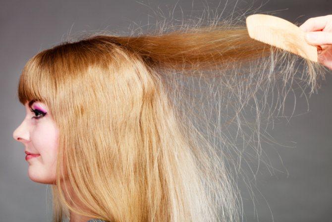 Активно электризующиеся волосы могут послужить предвестником зуда головы