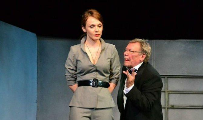 Альбина Джанабаева в спектакле «Вредные привычки»
