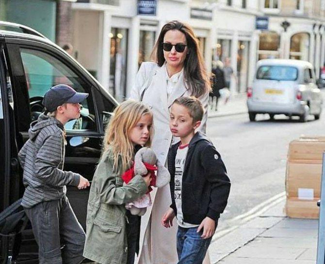 Анджелина Джоли - и ее дети