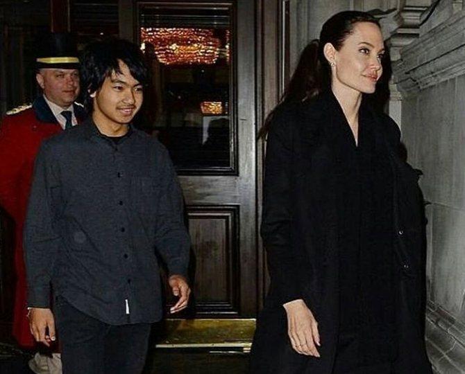 Анджелина Джоли и Мэддокс в Лондоне