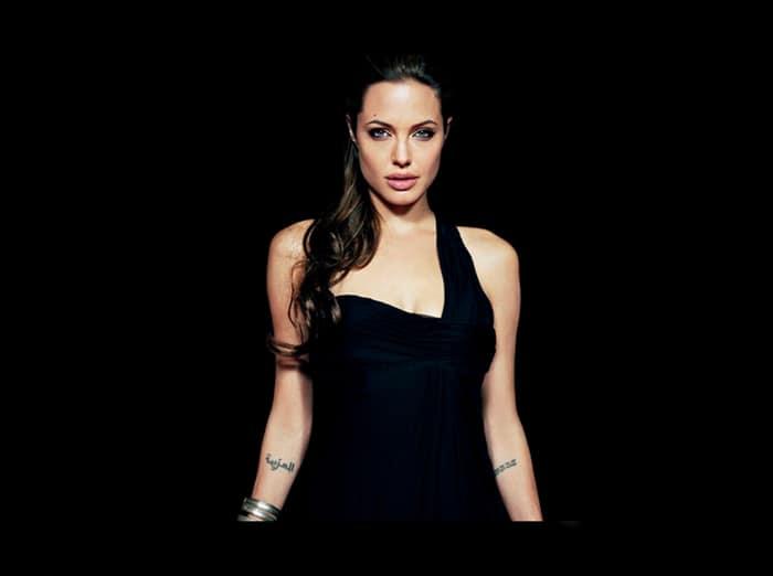Анджелина в образе роковой женщины
