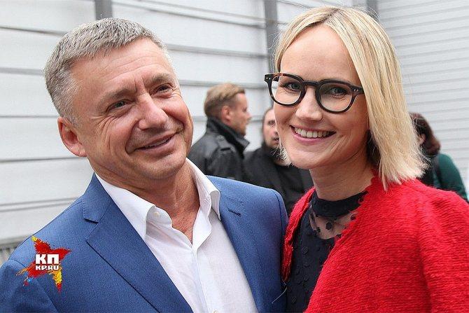 Антон Табаков с женой Анжеликой Фото: Лариса КУДРЯВЦЕВА/ЭГ