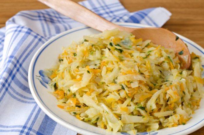 Аппетитная тушеная капуста: рецепт с фото