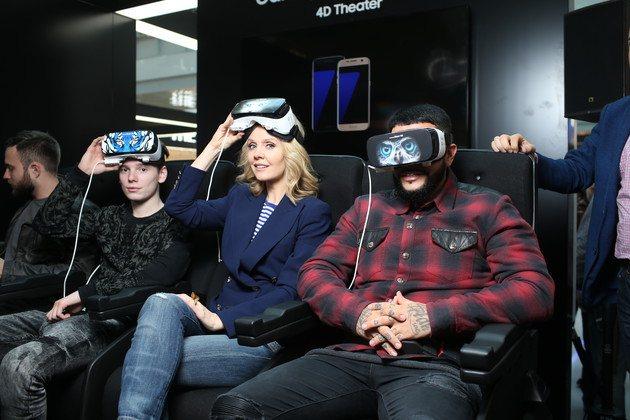 Арсений Шульгин, Валерия и Тимати оценили очки виртуальной реальности