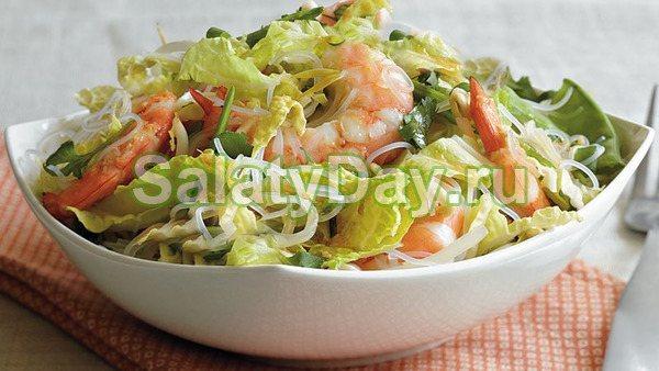 Азиатский салат с креветками и пекинской капустой