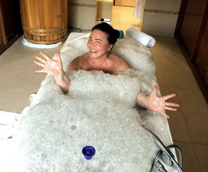 Бабкина в ванной