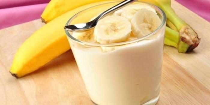 Бананово-сметанный крем в стакане