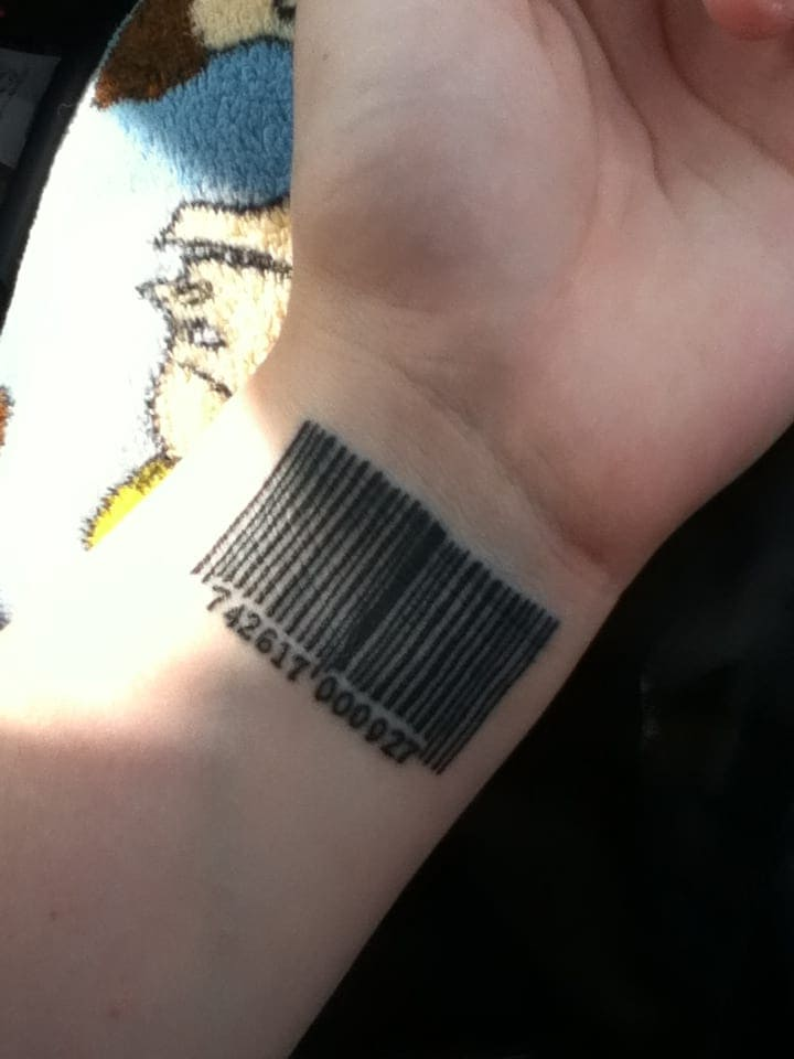 фото тату штрих код на кисти устройство для