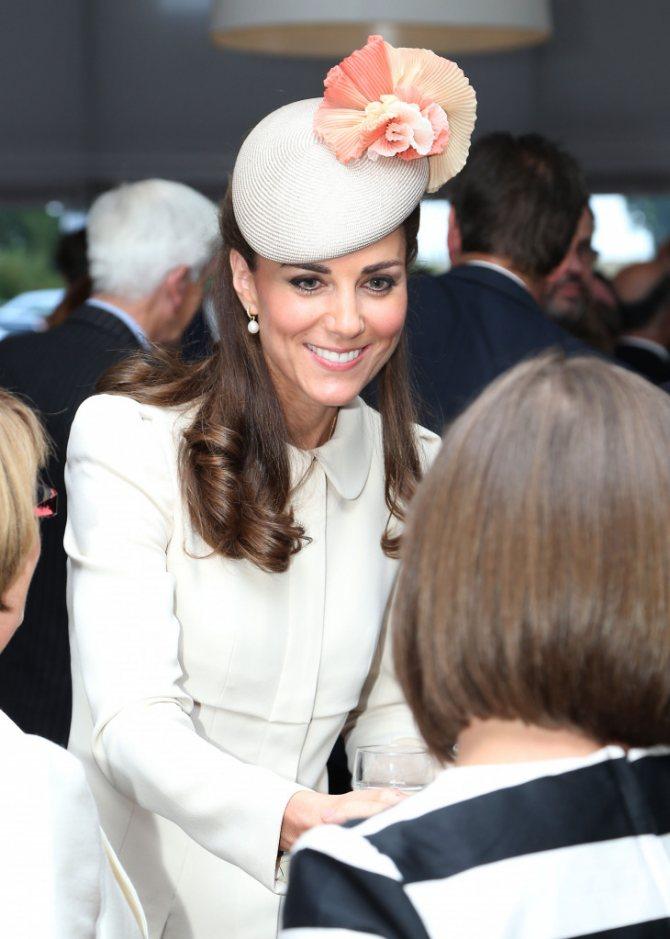 Белая шляпка Кейт Миддлтон