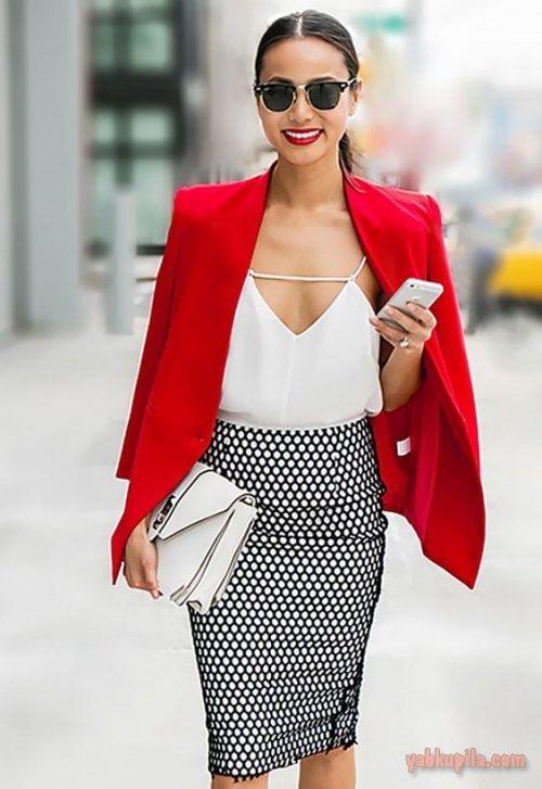 белый топ с красным пиджаком