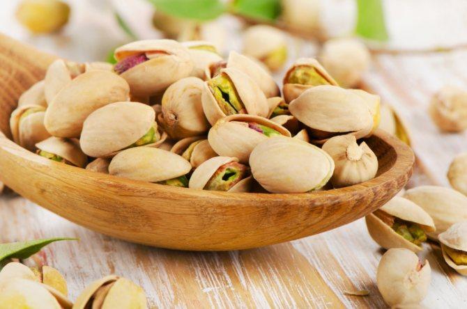 Благодаря клетчатке, которой в составе фисташек более 10%, с помощью этих орехов можно очистить организм от токсинов и шлаков