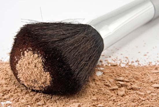 Благодаря зеленой глине пудра может обладать лечебными свойствами