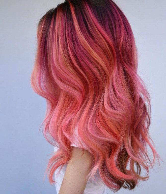 Бледно розовый бордовый