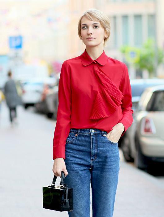 блузка заправленная в джинсы
