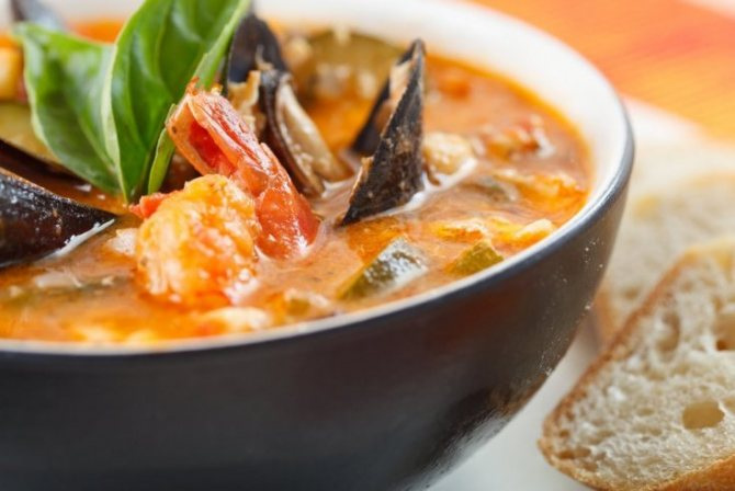 Блюда из морепродуктов: крабовый суп с грибами муэр