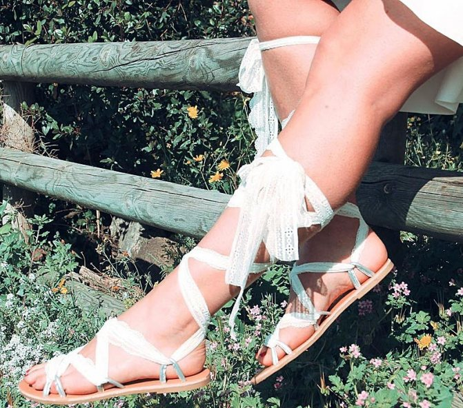 Бохо сандалии белого цвета