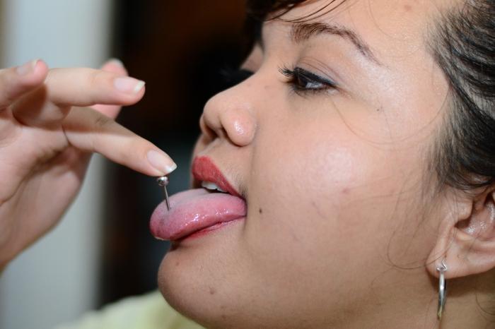 больно ли прокалывать язык