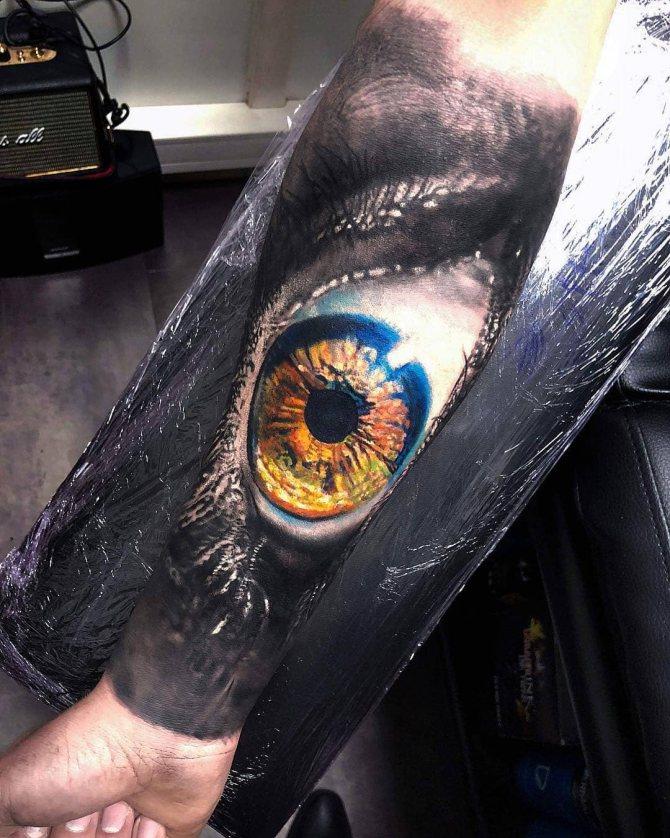 Большой Желтый Реалистичный Глаз на Руке