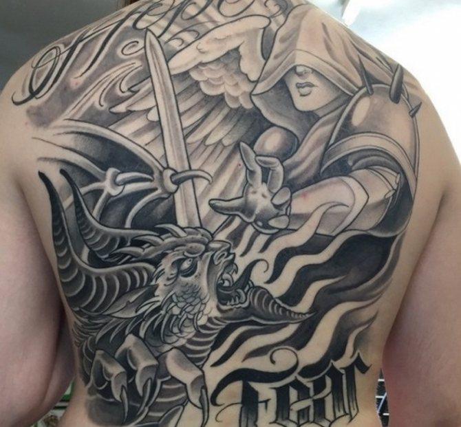 Борьба ангела, демона - татуировка