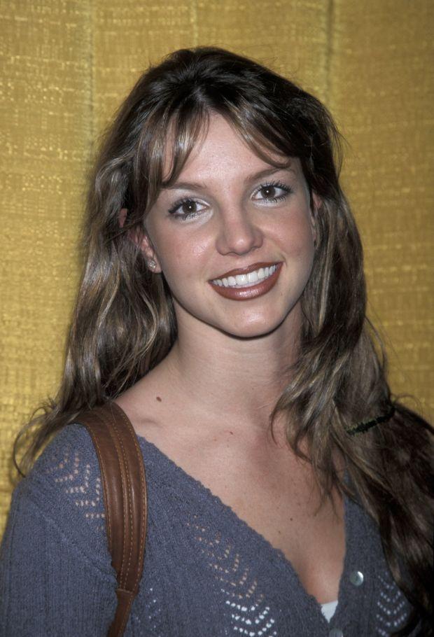 Бритни Спирс с модной бордово-коричневой помадой