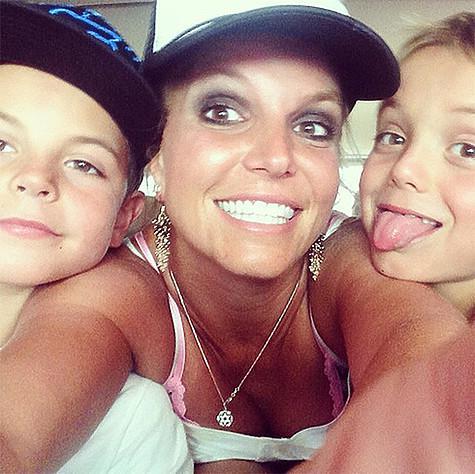 Бритни Спирс с сыновьями. Фото: Instagram.com/britneyspears.