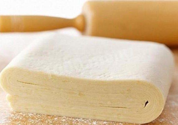 Брусничный пирог на слоеном тесте