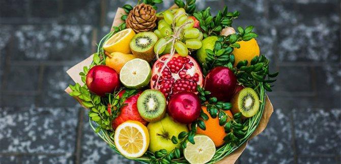 Букет из фруктов, конфет и цветов своими руками: мастер-классы с пошаговыми фото и видео для начинающих