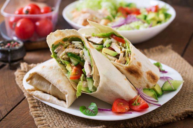 быстрый и полезный перекус в дороге - домашние роллы из лаваша с овощами и мясом