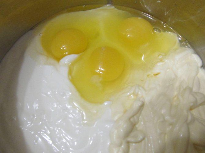 Быстрый пирог из майонеза и сметаны с курицей