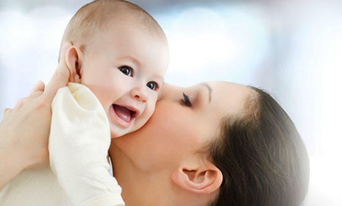 Целовать ребёнка