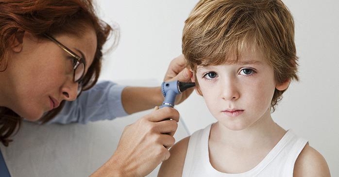 Чем чистить уши ребенку