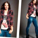черно-красный клетчатый пиджак с джинсами