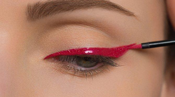 Черно-красный макияж