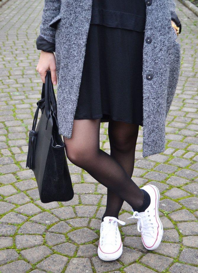 Чёрные колготки и белые кроссовки: стиль или безвкусица?