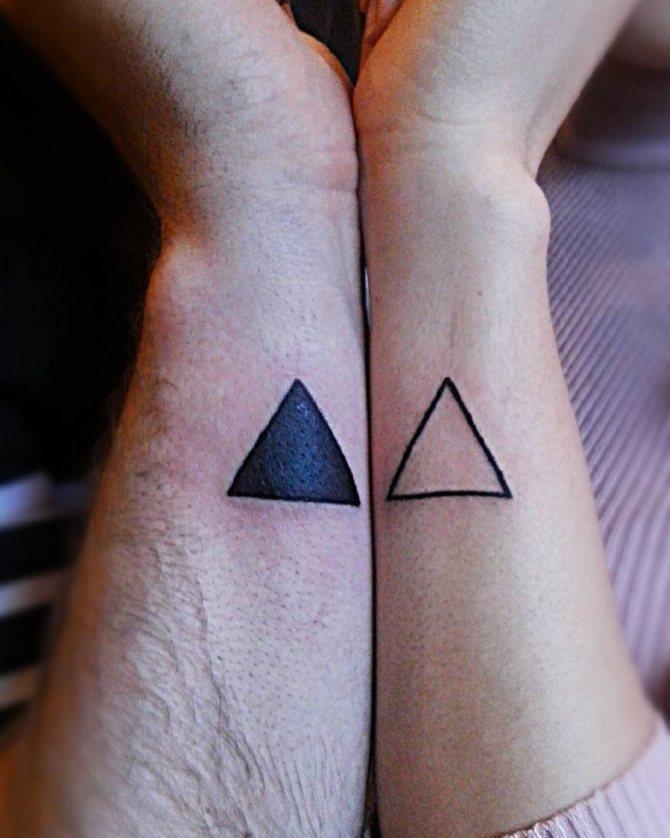 что означает черный треугольник