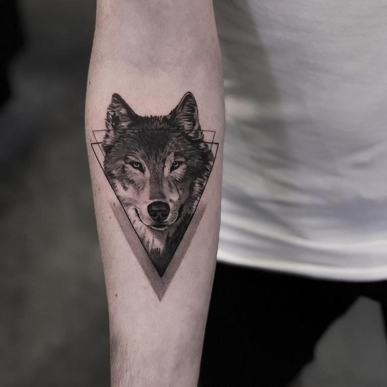 что означает тату треугольник