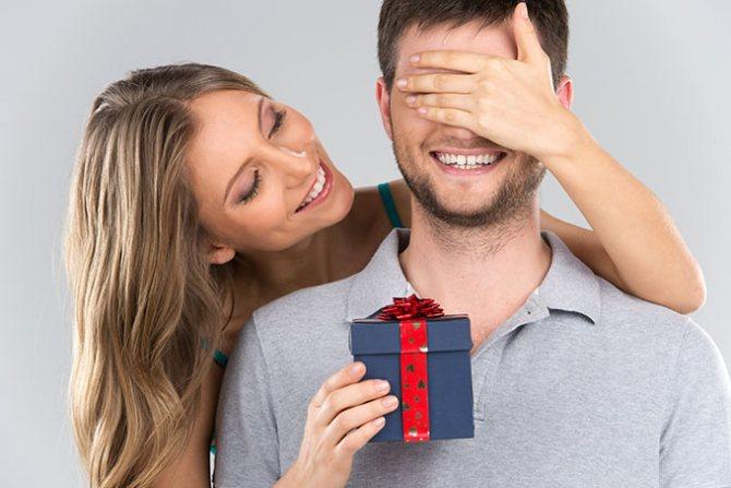 Что подарить мужчине на свидании