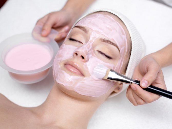 Чтобы результат был более эффективным косметологи рекомендуют после того как маска нанесена лечь в удобное положение и выждать указанное время с закрытыми глазами, в полном спокойствии