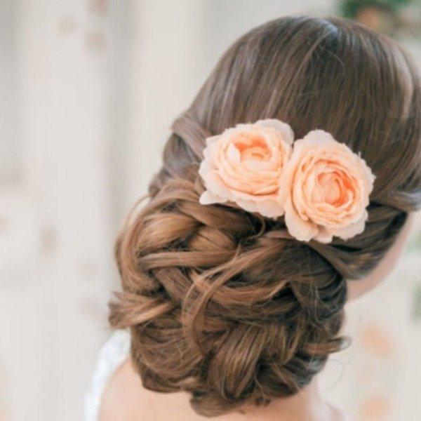 цветы в свадебной укладке