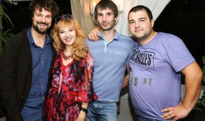 Данила Козловский с мамой и братьями, Егором и Иваном