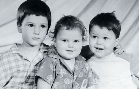 Данила Козловский в детстве (справа)