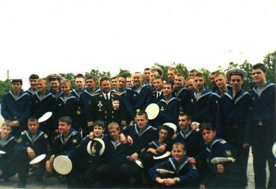 Данила в кадетском училище (крайний справа)