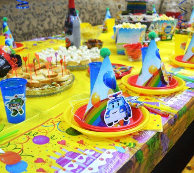 Декор для детского стола в стиле робокар полли.