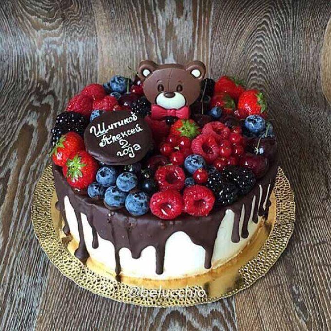 Детский-торт-украшенный-фруктами