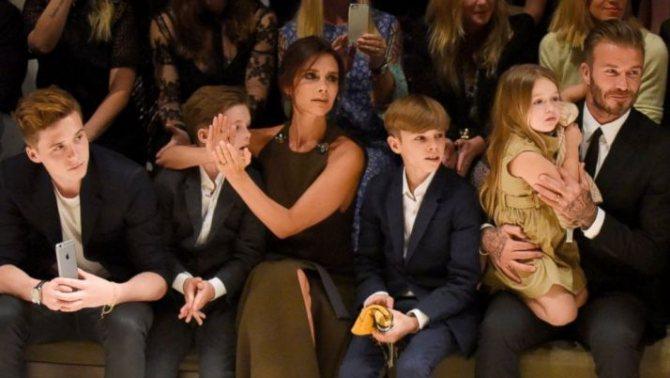 Дэвид Бекхэм с женой и детьми