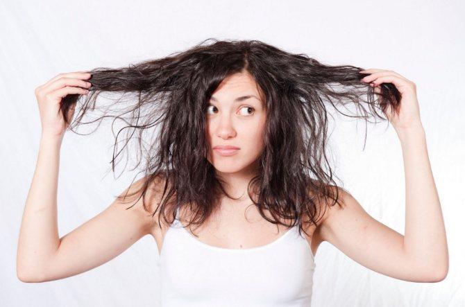 Девушка с грязными волосами