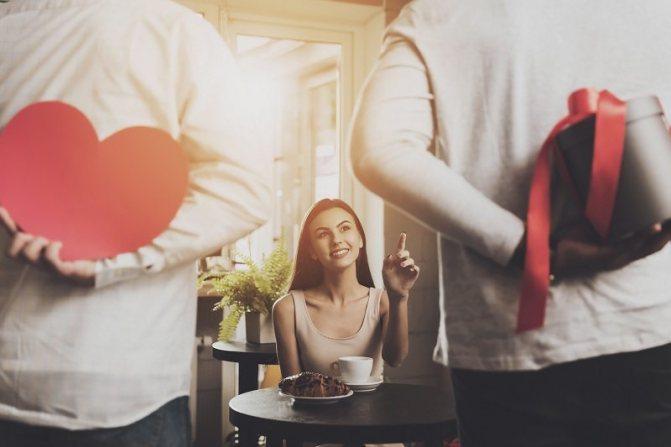 Девушка выбирает между двумя мужчинами